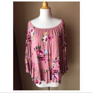 Tops - NEW Women's Boutique Floral Top